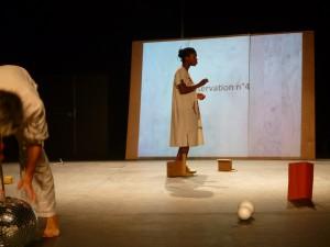 Aurore Deon (derrière) et Anne Collod  (devant), répétitions aux Subsistances, Lyon, juillet 2014)